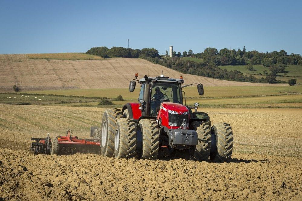 Massey Ferguson tractors - MF 8740