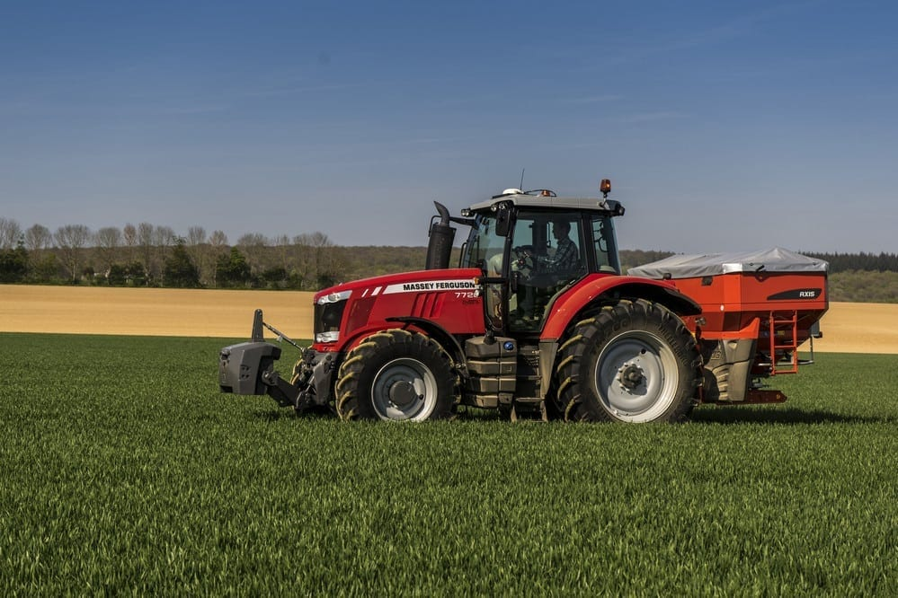 Kuhn Axis spreader on MF7720